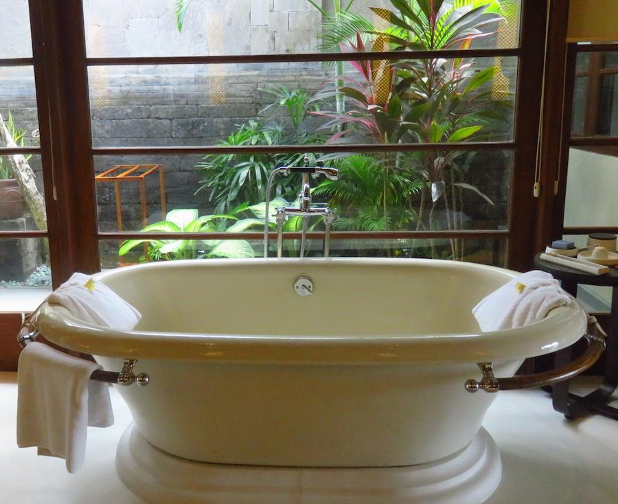 Bali Hotels DoinDubai Four Seasons bathtub