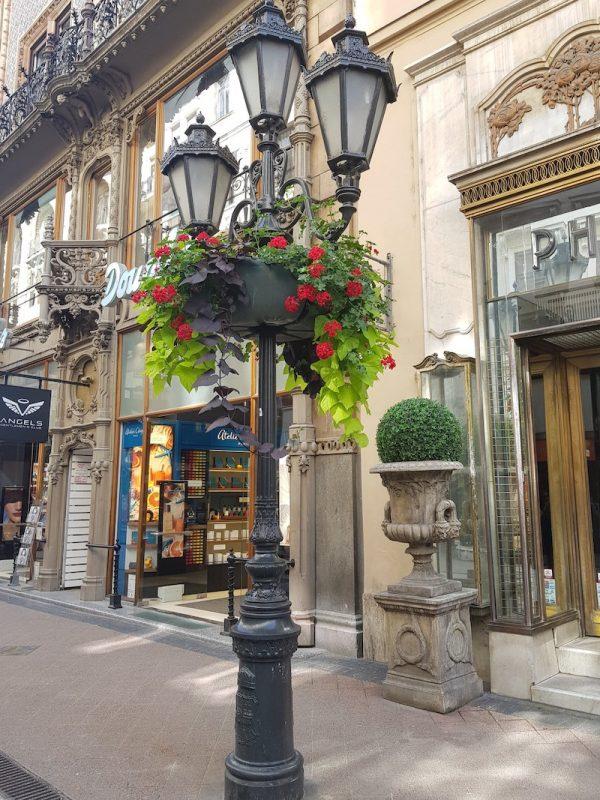 Image of lamppost short break in Vaci Street