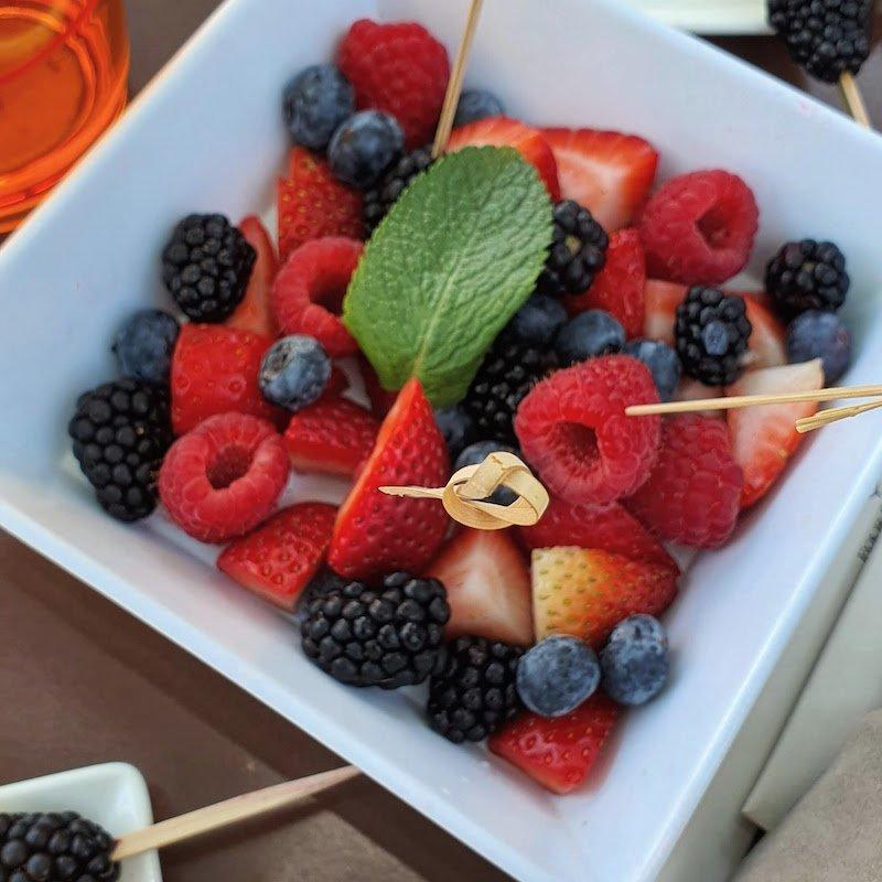 Four Seasons Hotel DIFC Monica Kapila DoinDubai Fresh Berries in the morning
