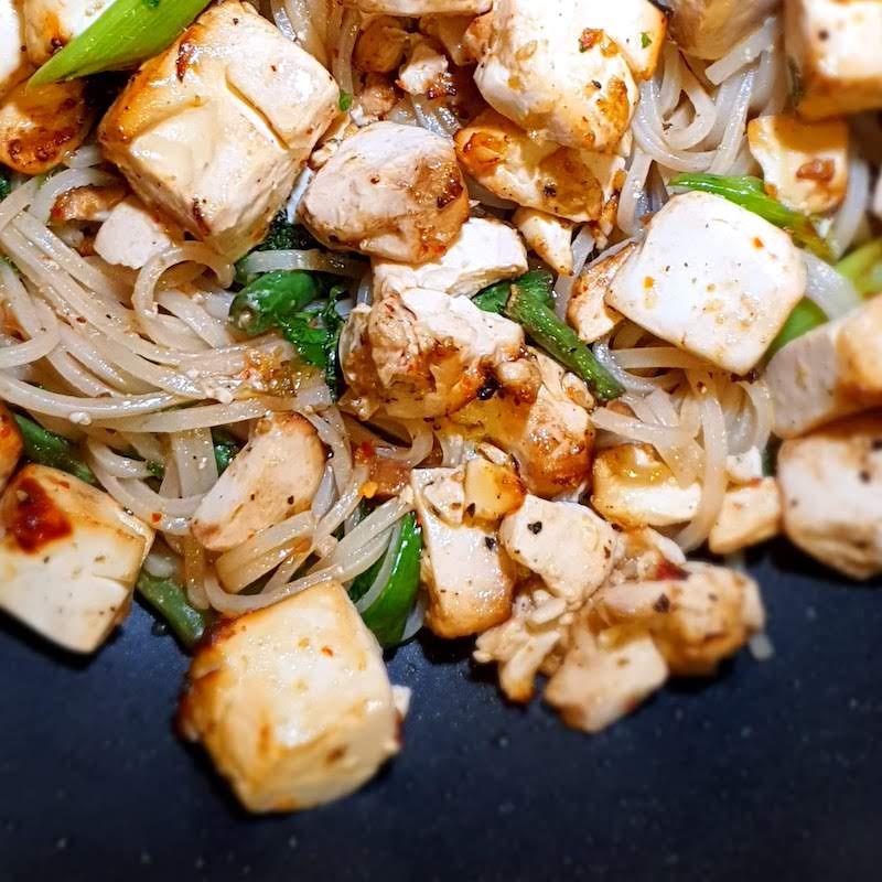 Tofu-Pad-Thai-recipe-final-dish-DoinDubai-Monica-Kapila-pan-view-square